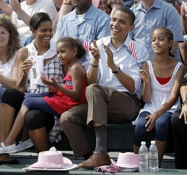 Obama Family celebrates July 4th, 2008